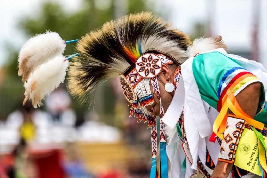 lorie-schaull-dansende-indiaan